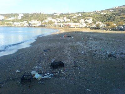 Δείτε και την παραλία μπροστά απο το γεφύρι του Μπατσίου και ...βγάλετε συμπέρασμα οι οικολόγοι !!!